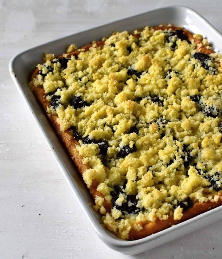 czech yeasted cake with drobenka