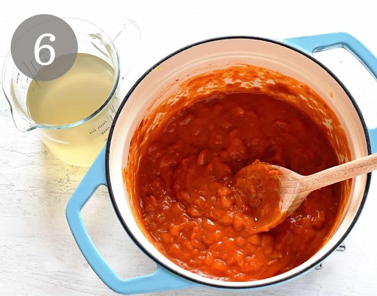making rajská sauce tomato gravy