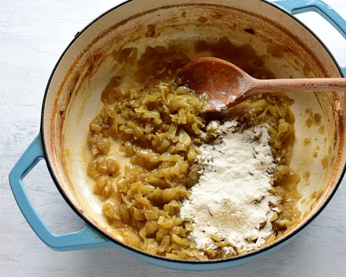 making gravy for vepřo knedlo zelo