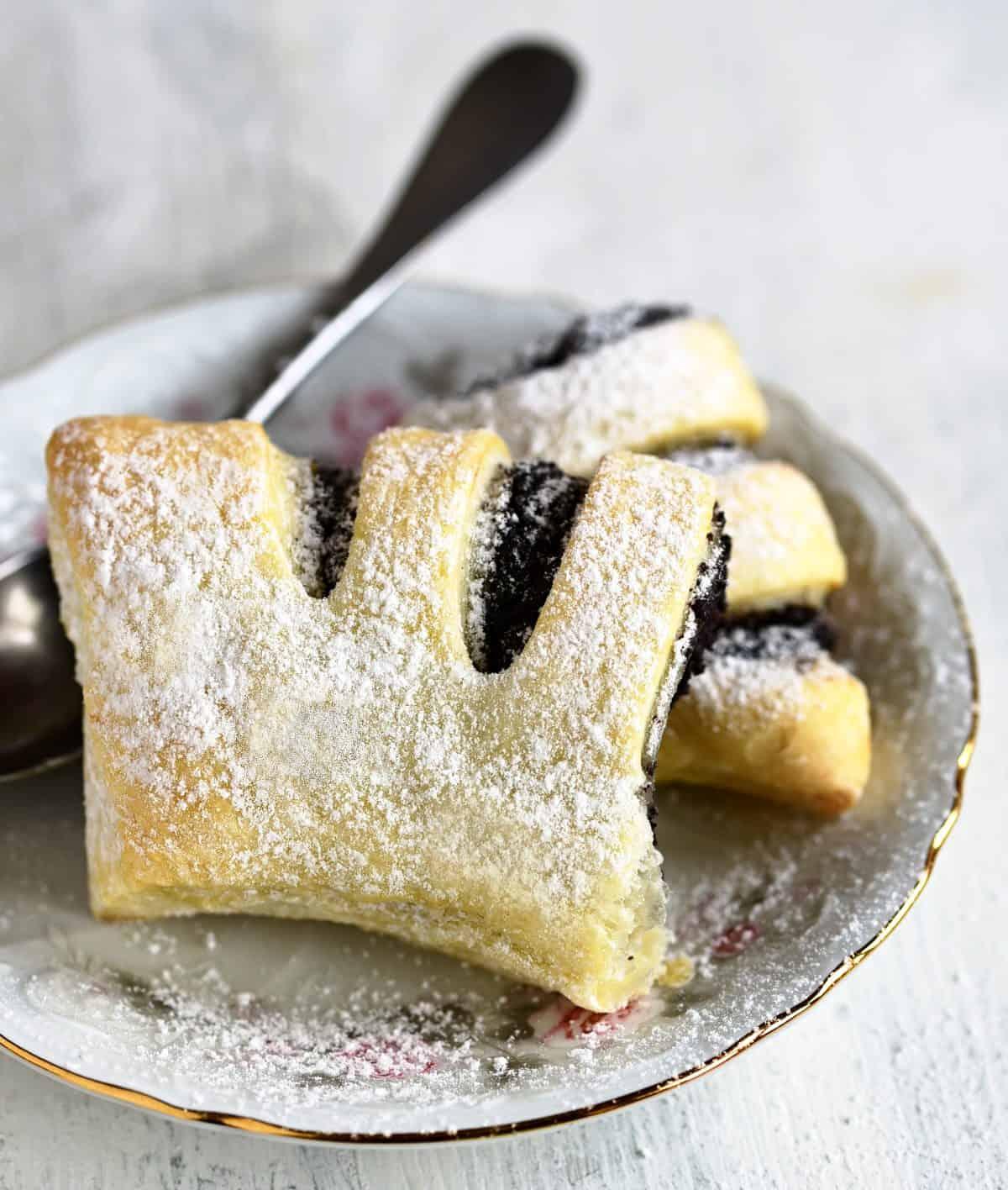 kohoutí hřebeny puff pastry with poppy seed filling