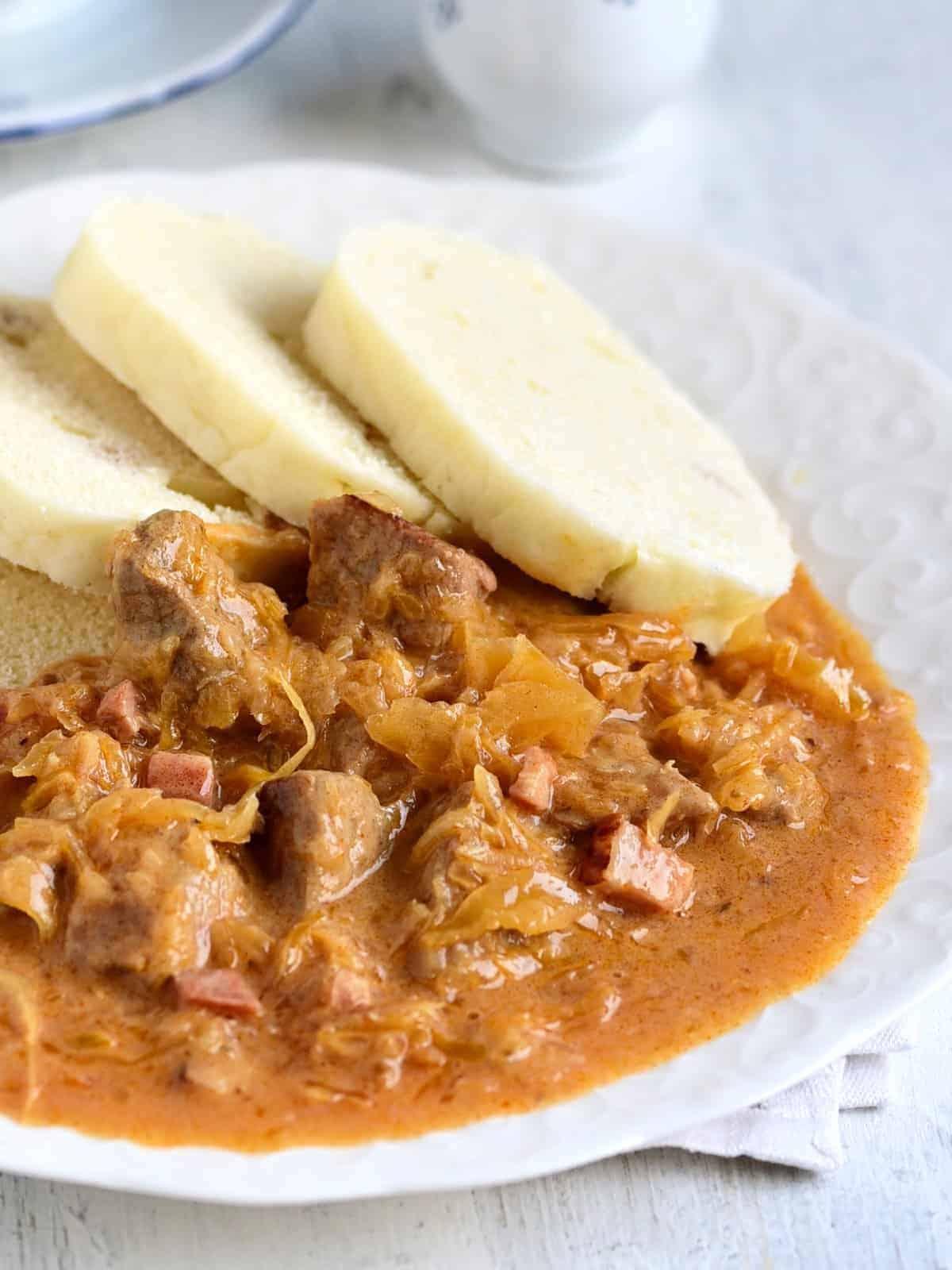 segedínský guláš serving