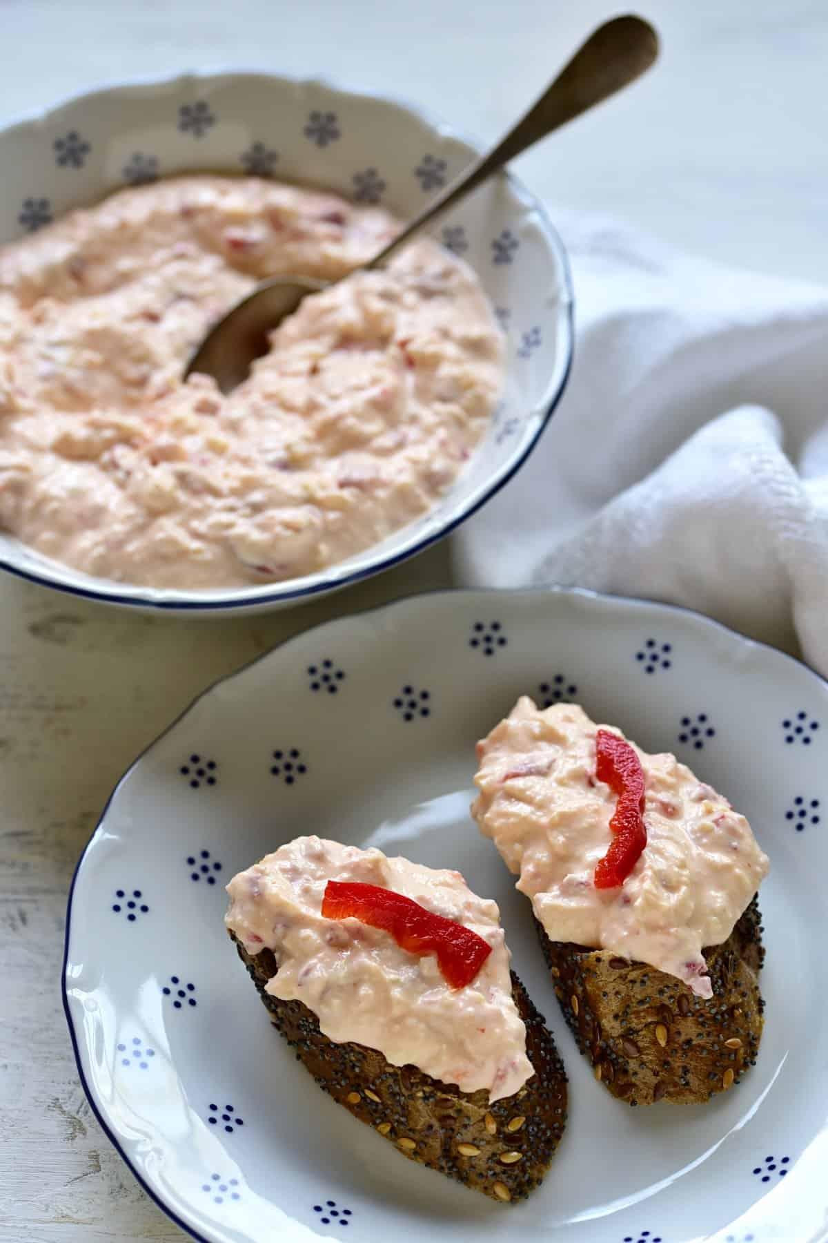 red pepper cream cheese spread, czech budapešťská pomazánka