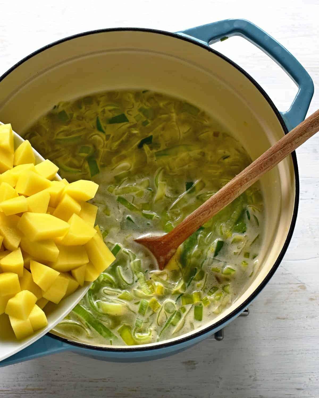 adding potatoes to a leek soup porkova polevka
