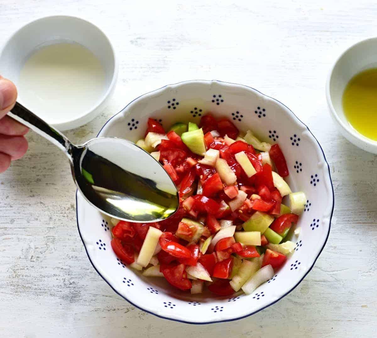 making shopska salad.