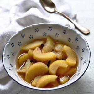 Czech spiced apple compote recipe.
