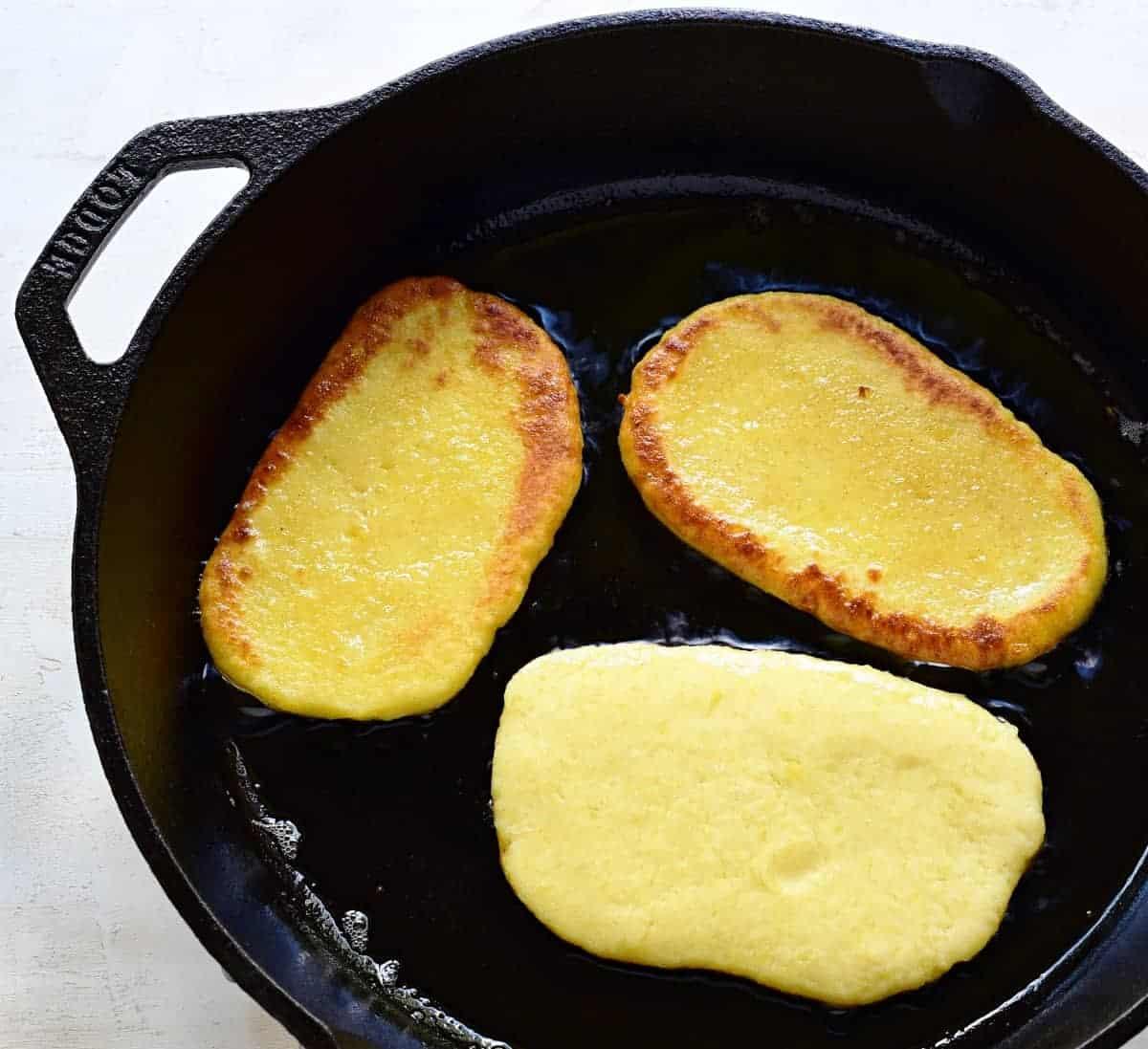Making Czech bramborové placky flatbread.