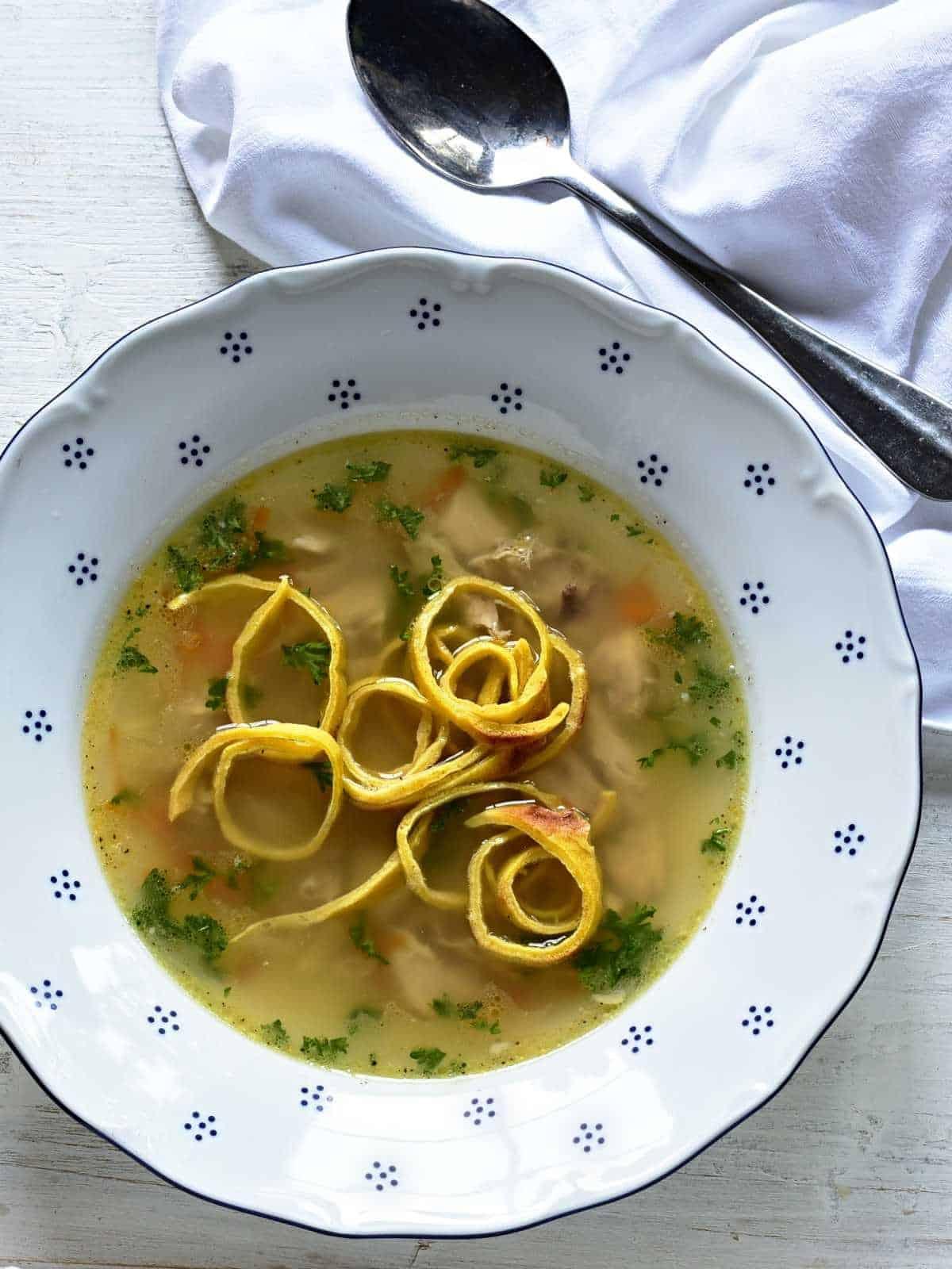 A clear soup with celestýnské nudle insert.